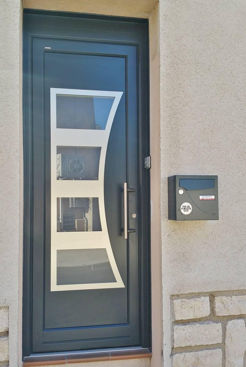 porte d 39 entree internorm pose de moustiquaire sur mesure martigues alu service. Black Bedroom Furniture Sets. Home Design Ideas