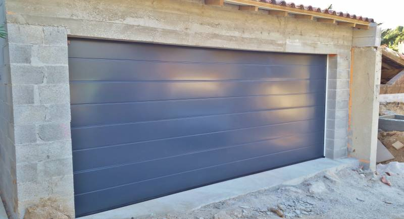 Installation de store banne sur mesure martigues alu for Porte de garage martigues