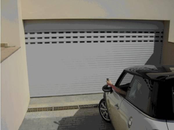 Portes de garage sectionnelle avec portillon martigues for Flo fermeture porte garage